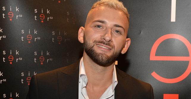 Na fotografiji je prikazan pevač: Savo Perović