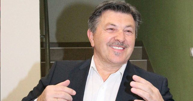 Na fotografiji je prikazan pevač: Šerif Konjević