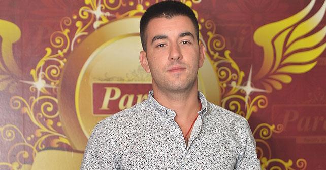 Na fotografiji je prikazan pevač: Dušan Zdravković