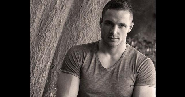Na fotografiji je prikazan bokser, pevač, model: Arman Ličina
