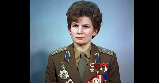 Na fotografiji je prikazan političarka, bivši pilot i kosmonaut: Valentina Tereškova