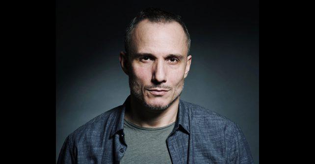 Na fotografiji je prikazan glumac: Miloš Timotijević