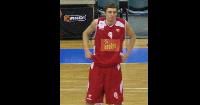 Na fotografiji je prikazan košarkaš: Elmedin Kikanović