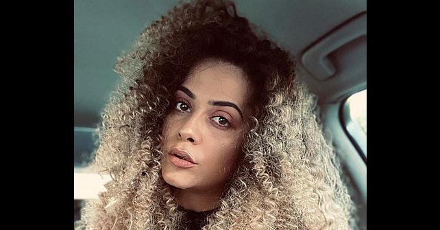 Na fotografiji je prikazan pevačica: Emina Tufo
