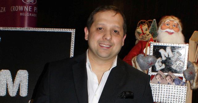 Na fotografiji je prikazan pevač: Emir Habibović