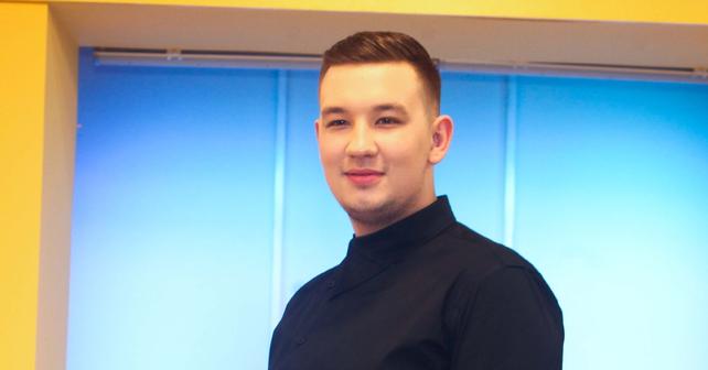 Na fotografiji je prikazan pevač: Uroš Živković