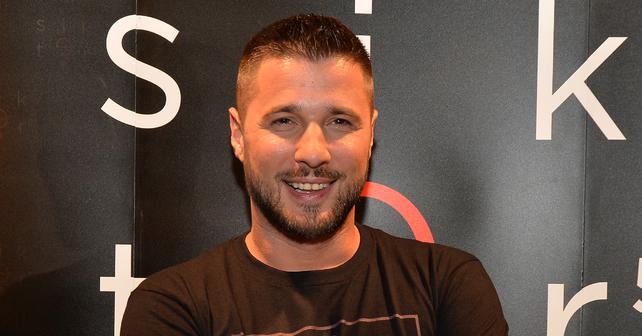 Na fotografiji je prikazan di-džej, rijaliti takmičar: Marko Miljković