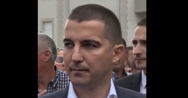 Na fotografiji je prikazan magistar ekonomije, političar: Aleksa Bečić