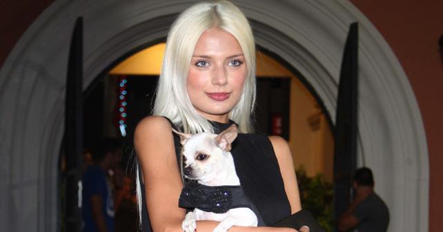 Na fotografiji je prikazan dizajnerka odeće za pse, rijaliti učesnica: Dorotea Jovanović