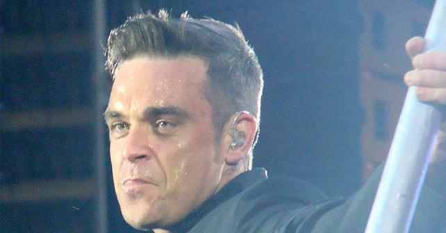 Na fotografiji je prikazan pevač, tekstopisac, kompozitor: Robi Vilijams (Robbie Williams)