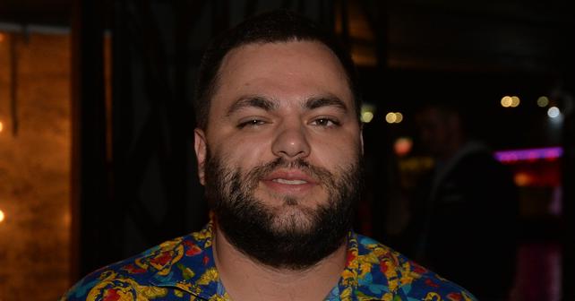Na fotografiji je prikazan reper, tekstopisac i muzički producent: Slobodan Veljković Cobi (Coby)