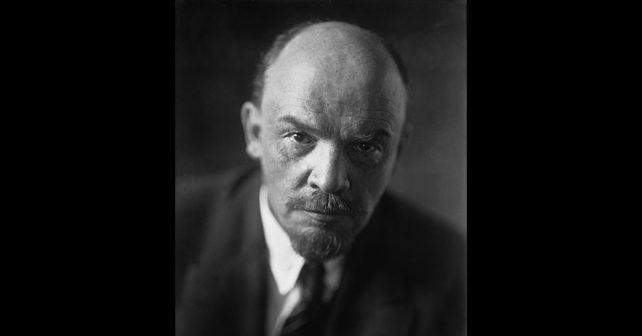 Na fotografiji je prikazan revolucionar, politički državnik: Vladimir Iljič Lenjin