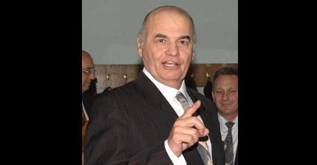 Na fotografiji je prikazan pevač i kompozitor: Zvonko Bogdan