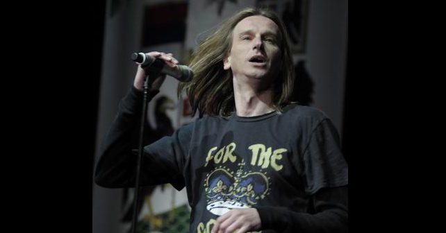 Na fotografiji je prikazan rok muzičar, pevač, kompozitor: Zvonko Pantović Čipi