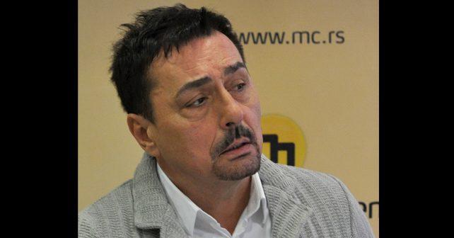 Na fotografiji je prikazan pevač folk muzike: Dragan Kojić Keba