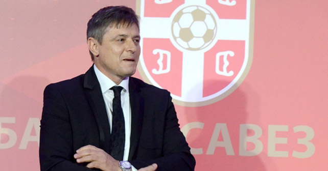 Na fotografiji je prikazan fudbalski trener, fudbaler (nekad): Dragan Stojković Piksi