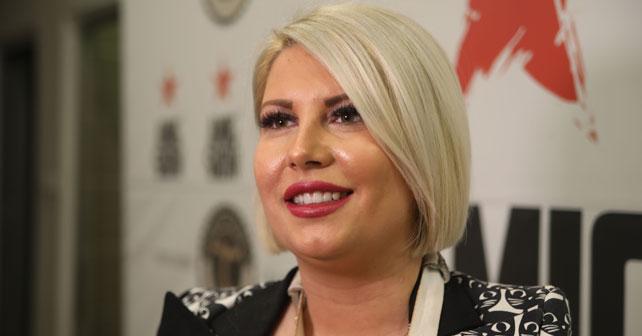Na fotografiji je prikazan novinar, voditeljka: Dea Đurđević