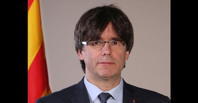 Na fotografiji je prikazan novinar, političar: Karles Pudždemon (Carles Puigdemont)
